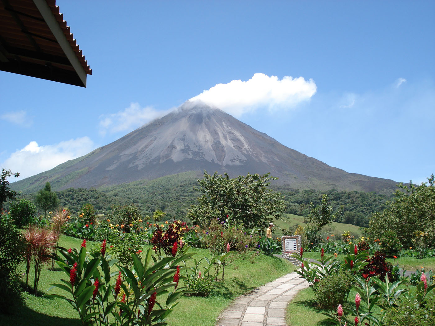 Costa Ricas Active Volcanoes Puts On A Show